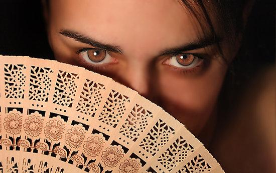 mujer ojos y abanico